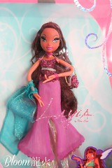 Ballgown Layla Doll [NIB] (Bloom) Tags: new dolls kisses pixie collection inbox layla piff ballgown dollcollection winxclub dollcollector winxdoll winxmattel winxcollection