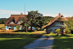 hier lsst sich's leben (claudia.kiel) Tags: house landscape insel tradition idyll rgen landschaft landhaus reetdachhaus