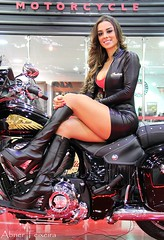 Salo Duas Rodas (Abner Teixeira.) Tags: girls brazil woman hot sexy girl beautiful brasil lady female canon tits chica legs indian femme curves modelo sensual motorcycle motor paulo sao salao motos motocicleta brasileira duas rodas anhembi teixeira abner 60d