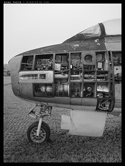 _SL1000572 copy (mingthein) Tags: leica old airplane lost paradise fighter force availablelight decay aircraft air sl malaysia melancholy decrepit retired ming 601 typ vario elmarit onn tudm thein photohorologer mingtheincom 2890284