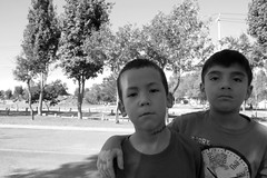 Mi(ni) barrio me respalda (kanutokanuto) Tags: parque amigos blancoynegro kids mexico kid buddies friendship gente badass guadalajara jalisco nios mean nio amistad serio rudo zapopan monocromtico parquemetropolitano fotodegrupo serios