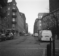 Kungsgatan (rotabaga) Tags: blackandwhite bw göteborg diy lomo lomography sweden gothenburg sverige tmax400 lubitel166 svartvitt bwfp