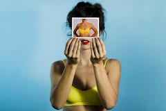 (leo.eloy) Tags: azul cores polaroid retrato amarelo clarisseromeiro