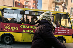 Babushka en Ivano-Frankivsk (Teresa Surez) Tags: street old woman color bus photography nikon village grandmother mother crisis babushka maidan ucrania ucraine ivano frankivsk