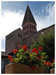 Abbaye Saint-Philibert de Tournus (abac077) Tags: abbaye saintphilibert tournus abbey fleurs roman architecture bourgogne burgundy france saoneetloire 71