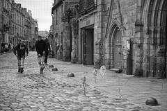 Quand la ville Dinan prepare son habit de lumire (guillaumegesret) Tags: dinan transport lumire nol prpara