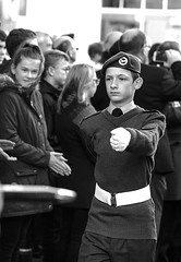 Cadet, Remembrance Sunday, Canterbury, 13 Nov 2016 (chrisjohnbeckett) Tags: cadet remembrancesunday canterbury march uniform beret youth portrait bw blackandwhite monochrome people walking marching canonef135mmf2lusm chrisbeckett photojournalism