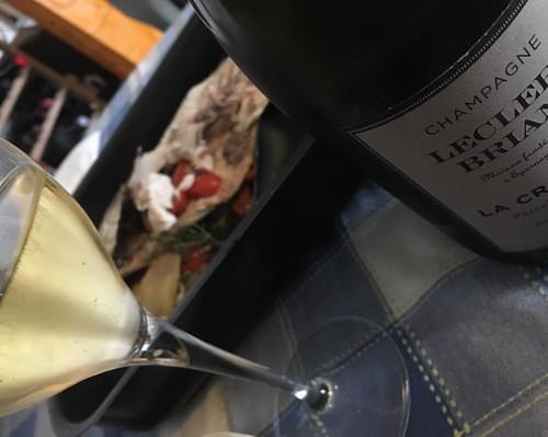 Metti che ti càpita una #ricciola nel piatto la domenica mattina... Come faresti senza dello #chardonnay #biodinamico di #Epernay da La Croisette vinificato in legno e che ci ha messo 3 anni per queste meravigliose #bollicine ? @champagneleclercbriant #vi