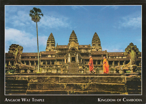 KH_668_Angkor_Wat_monks