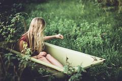 (Kaat dg) Tags: girl grass bathtub dreamy