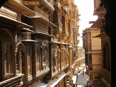 "Jaisalmer: à la recherche des havelis <a style=""margin-left:10px; font-size:0.8em;"" href=""http://www.flickr.com/photos/127723101@N04/22204516369/"" target=""_blank"">@flickr</a>"