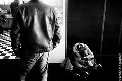 grosse fatigue. (renphotographie) Tags: bw film analog noiretblanc fatigue quaidesbulles renphotographie