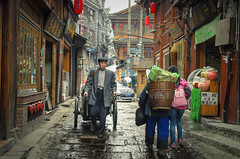 Street life (SteTre.) Tags: china xiangxitujiazumiaozuzizhizhou hunansheng cn asia street people fenghuang