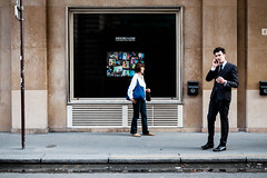 Le Bon March, Paris, 2015 (nelsongedalof) Tags: parr martin paris colorstreetphotography candidandstreetphotography colour fujifilm fujifilmxt10 nelsongedalof streetphotography street streetportrait streetphoto candid urban citystreets citylife contrast