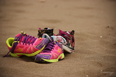 We dont need you!! (luenreta) Tags: playa zapatillas shoes arena sand summer verano