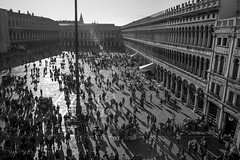 Piazza San Marco, Venice, Italy, Nikon D40, Sigma 18-50mm EX DC MACRO, 10.30.16 (steve aimone) Tags: piazza sanmarco piazzasanmarco backlight intothesun nikond40 sigma1850mmexdcmacro blackandwhite monochrome monochromatic architecture crowd
