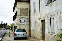 N7 Hotel Restaurant in La Coucourde 18.9.2016 4376 (orangevolvobusdriver4u) Tags: rn7 route national 7 routenational7 routebleue 2016 archiv2016 france frankreich n7 rhonealpes ads ghostads oldads ghostsign reklame lacoucourde hotel restaurant
