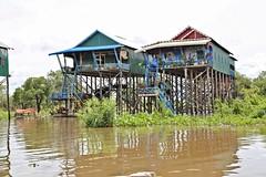 floating village at tonl sap lake / cambodia (JuanitaDesastre) Tags: floatingvillage camboya cambodia boatpeople tonlsap skyscraper