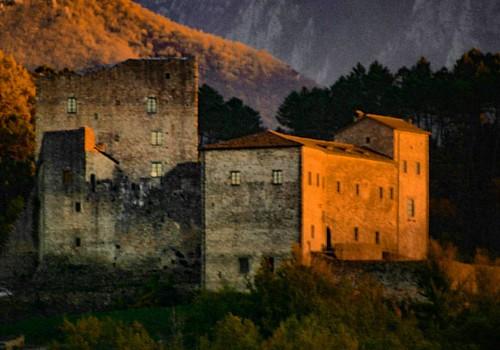 Castello di Gragnola #castle #lunigiana #lunigianadascoprire #igersmassacarrara #igerstoscana  #volgomassaecarrara #volgotoscana #ig_captures #perlestradedellatoscana #perlestradeditalia #tuscanypeople #instatuscany #visittuscany #ig_italy #loves_united_t
