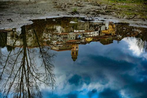 Gassano #upsidedown #reflection #mirrorwater #igersmassacarrara #igerstoscana #volgomassaecarrara #volgotoscana #ig_toscana #igpic_toscana #italia_super_pics #florenceandtuscany #ig_captures #perlestradedellatoscana #italia360gradi #italiainunoscatto  #ec