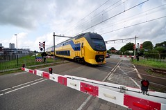 Train (Michiel2005) Tags: train trein ns spoorwegen spoorwegovergang sassenheim nederland netherlands holland