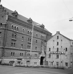 Lyckholms (rotabaga) Tags: blackandwhite bw gteborg diy lomo lomography sweden gothenburg sverige lubitel166 tmax100 svartvitt bwfp