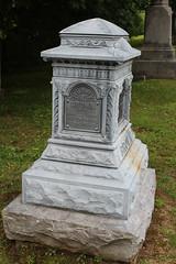 IMG_0524 (Equina27) Tags: ma massachusetts tombstone gravestone zinc whitebronze cuboidpedestal