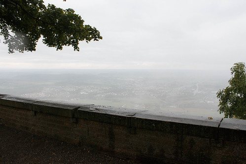 Vue sur Stuttgart dans la brume depuis le château de Hohenzollern (alt. 855 m)