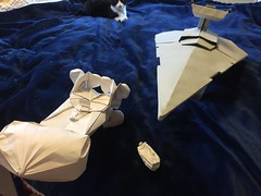 Tantive IV origami escapes from Star destroyer origami with escape pod origami and kitty cat (Matayado-titi) Tags: starwars pod origami space destroyer spaceship blockade escapepod starship stardestroyer tantive sugamata