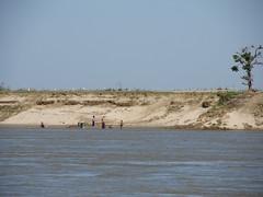 "Trajet en bateau sur le fleuve Irrawaddy (de Mandalay à Bagan) <a style=""margin-left:10px; font-size:0.8em;"" href=""http://www.flickr.com/photos/127723101@N04/22643000073/"" target=""_blank"">@flickr</a>"