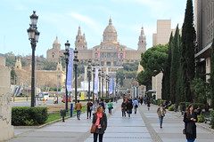 "Paseo y Palacio Nacional de Montjuic • <a style=""font-size:0.8em;"" href=""http://www.flickr.com/photos/78328875@N05/22987842340/"" target=""_blank"">View on Flickr</a>"