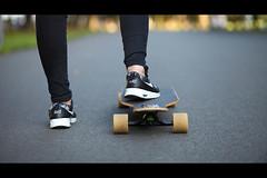 * (Henrik ohne d) Tags: eos5dmk2 ef85mmf18 august2016 asphalt longboard nike airmaxthea sanita