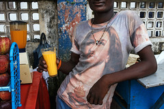 Jesus on T-shirt - Mumbai, India (Maciej Dakowicz) Tags: india mumbai mombay dharavi street portrait tshirt jesus juice drink