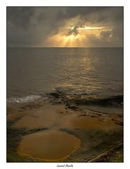 Au dbut (Laurent Asselin) Tags: sunrise leverdesoleil soleil ciel nuages lumire rochers cte rivage paysage mer ocan guyane kourou