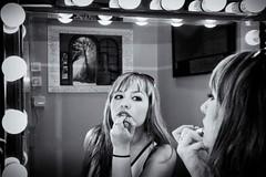 Star_let (Franflash) Tags: gente blanco negro black white girl chica maquillaje make up espejo mirror lights luces retrato portrait