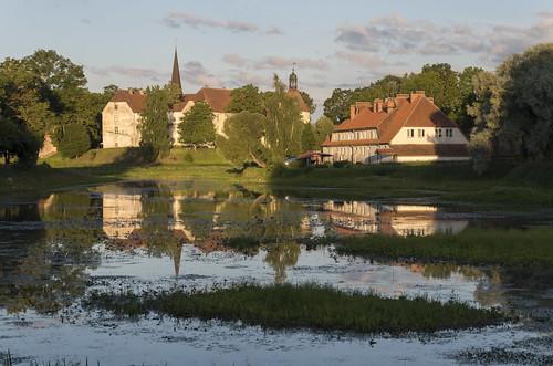 Skats pāri Jaunpils dzirnavezeram uz Jaunpils pili, 31.07.2015.