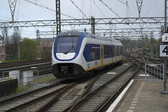 NS SLT 2423 ([Publicer Transport] Ricardo Diepgrond) Tags: ns slt sprinter light train 2423 haarlem trein station leiden centraal