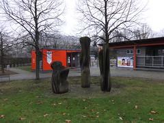1986/87 Berlin-O. 3 Skulpturen in Eichenholz von Oswian Eisenacher Straße 99 in 12685 Marzahn (Bergfels) Tags: skulpturenführer bergfels 198687 1986 1980er 20jh ddr berlin ostberlin berlino skulptur plastik eichenholz oswian eisenacherstrase 12685 marzahn beschriftet