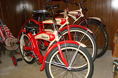 "C08480 (BarneyGoogle99) Tags: red 1948 bicycle stand tank balloon ivory tire chrome spitfire brake pedals handlebar horn schwinn coaster juvenile rods 1949 saddle dx truss grips bendix troxel 20"" mesinger"