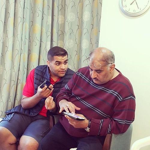 الوالد القائد لاهي بالجنجفة و زعيم الورعان زاعج المستشفى و مشغل اغاني عراقية