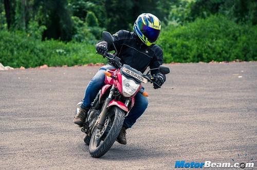 2015-Suzuki-Gixxer-Long-Term-Review-04