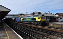 Eastleigh   66504 (davidhann34016) Tags: maritime southampton ditton freightliner class66 66504 powerhaul 4m28