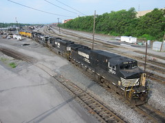 NS 9520 (Fan-T) Tags: door rose yard train nose open ns 9 dash cp ge policy altoona 9520 pennsylavnia