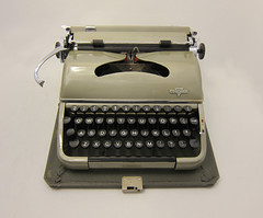 1957 - Groma Modell N Typewriter - Light Green - Case included - Working (The Hammersmith @ Etsy.com) Tags: typewriter model working n cleaned 1950s poet writer modell polished coldwar screenwriter groma