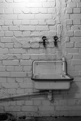 20150606-FD-flickr-0143.jpg (esbol) Tags: bathroom shower ceramics sink bad toilet toilette bathtub badewanne urinals pissoir keramik dusche waschbecken kloschssel kloset