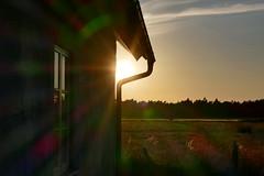 Gotland- Arran Krukmakeri (Don Bello Photography) Tags: sommer 2015 inselgotland gotland arrankrukmakeri schweden abendlicht abendstimmung abendhimmel abendsonne abendstille sonnenuntergang himmel sonnenreflektion reflektionen haus fenster panasonicfz1000 lumixfz1000 reinhardbellmann donbellophotography scandinavien europa europe fz1000 acdsee