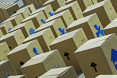 Sitz-Kartons (Abbe-Foto) Tags: berlin am kirchen alexanderplatz fest gesehen der schatten berliner karton 2015 abstrak