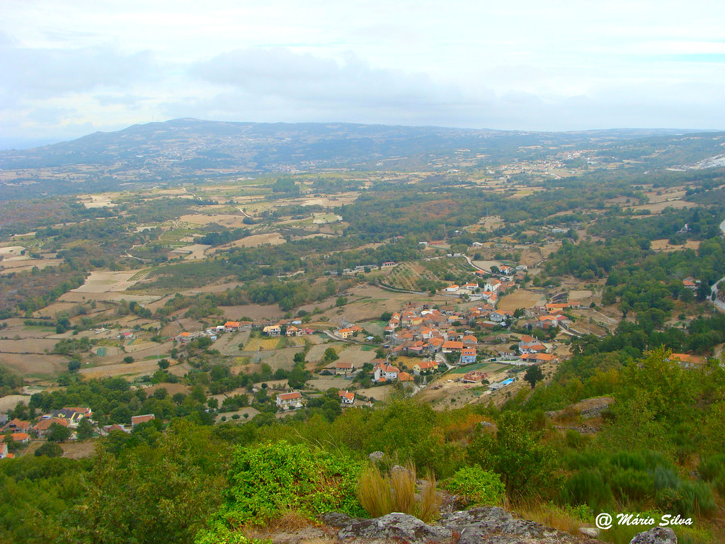 Águas Frias (Chaves) - ...A Aldeia vista do Castelo de Monforte de Rio Livre - nov 2009