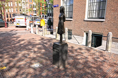 Anne Frank Statue (lukedrich_photography) Tags: sculpture house history netherlands amsterdam statue museum canon germany europa europe european diary nazi wwii nederland culture exhibition worldwarii german ww2 jewish writer author hid paysbas biography westerneurope worldwar2 discrimination niederlande wartime オランダ hidingplace persecution 欧洲 prinsengrachtcanal westermarkt annefrankhouse 荷兰 annefrankhuis 阿姆斯特丹 ヨーロッパ アムステルダム paísesbajos thediaryofannefrank biographical mariandriessen 암스테르담 유럽 scultptor ámsterdam أوروبا европа амстердам هولندا нидерланды kingdomofthenetherlands 네덜란드 أمستردام t1i canont1i एम्स्टर्डम नीदरलैंड annefrankfoundation