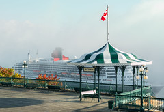 Victoria meets Queen Mary (Dany_M) Tags: queen mary cruiseship cruise ship fog quebeccity quebec canada canon70d cunard bateau croisire brume landscape paysage architecture terrasse dufferin